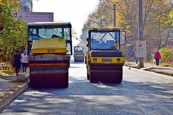 Дорогу на Городенківщині ремонтуватиме фірма, яка орендує техніку