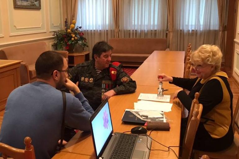 Юрій Тимошенко під час подання документів до ЦВК