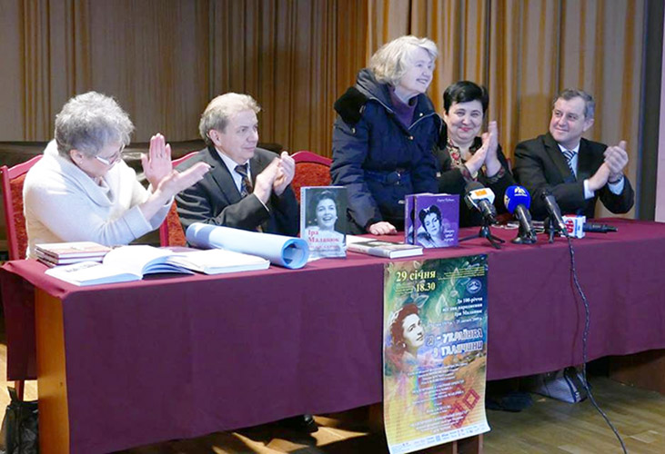Г. Тихобаєва, Б. Котюк, С. Павлишин, Г. Карась і В. Тимків (зліва направо)