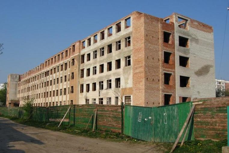 Івано-Франківськ викупить цокольні приміщення довгобуду на Софіївці