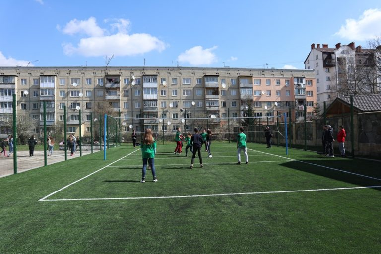 На Косівщині облаштують майданчик зі штучним покриттям