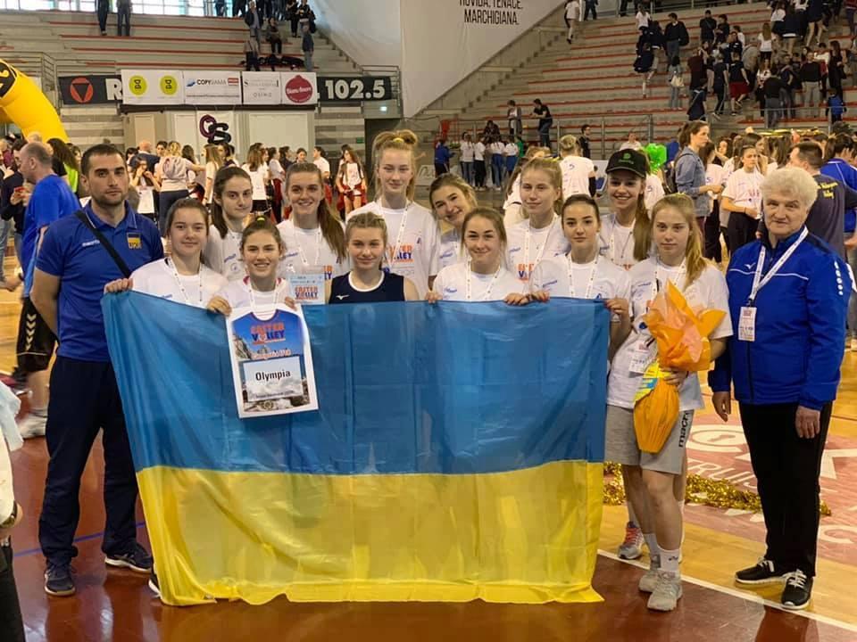 Юні франківські волейболістки відзначились на турнірі в Італії (фотофакт)