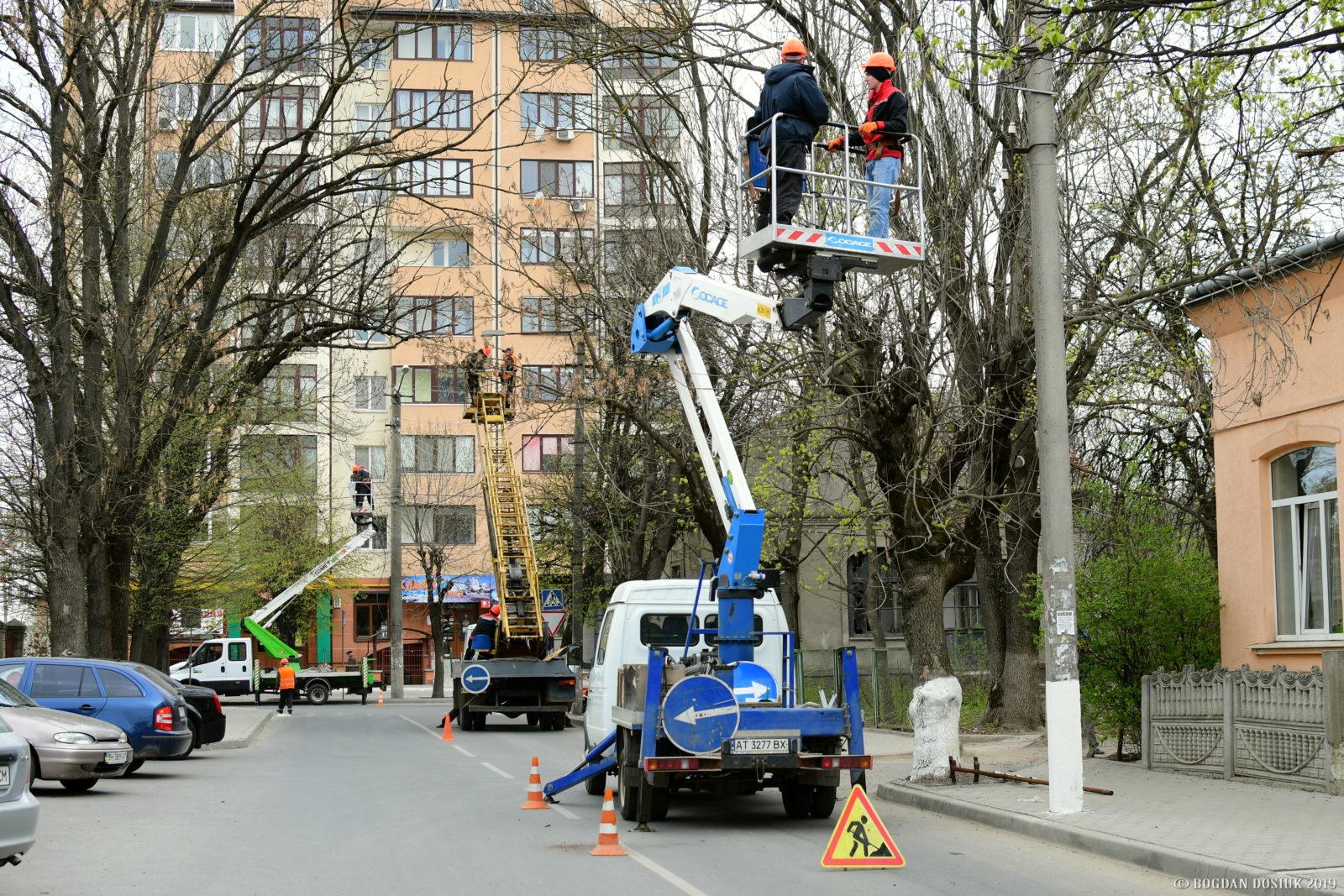 На вулицях Івано-Франківська модернізують освітлення