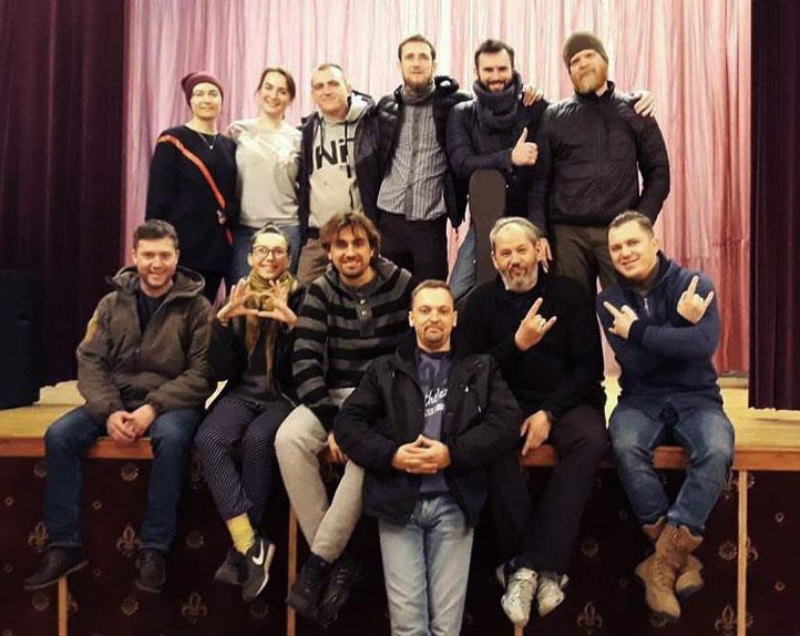 Учасники «Ветеранського театру» після репетиції: Олексій Гнатковський – у  центрі