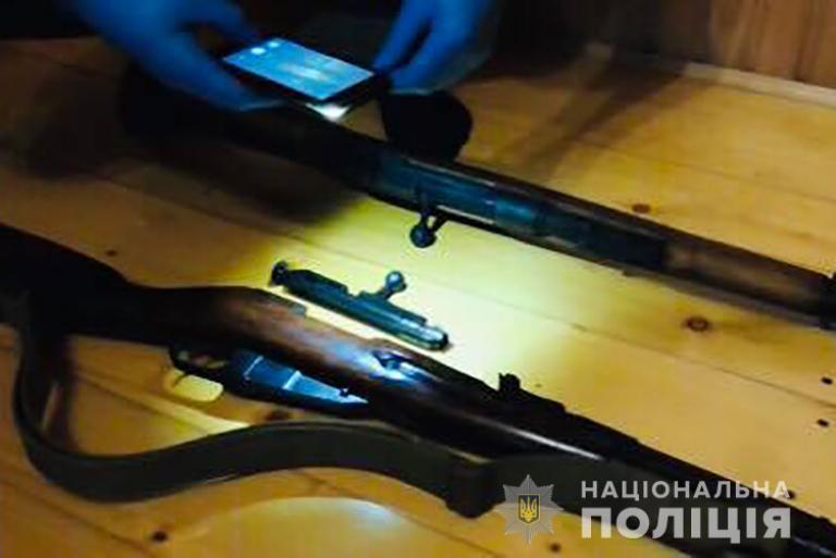 Поліція затримала прикарпатця, який продавав стару зброю через Інтернет