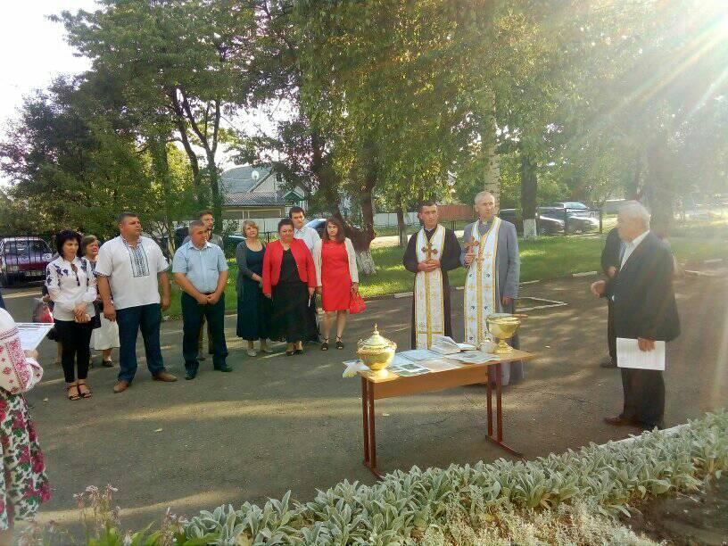 На Тлумаччині встановили меморіальну дошку відомому вчителю