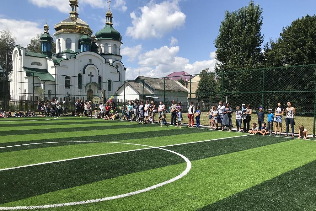 Сучасний спортивний майданчик відкрили на Надвірнянщині (фотофакт)