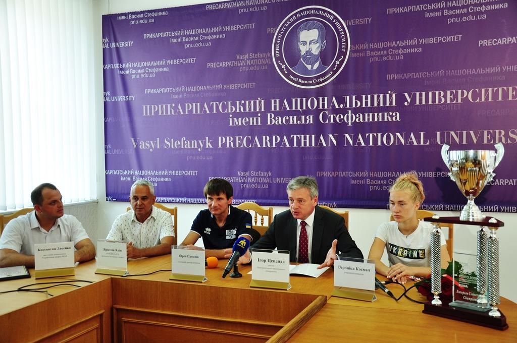 У Франківську відзначили баскетболісток, які перемогли на університетському чемпіонаті Європи (фотофакт)