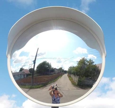 У Вовчинці вандали пошкодили дзеркало огляду на повороті (фотофакт)