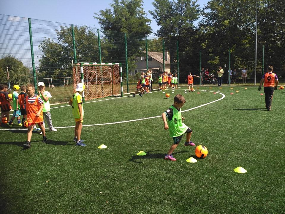 У Галицькому районі відкрили сучасний футбольний майданчик (фотофакт)