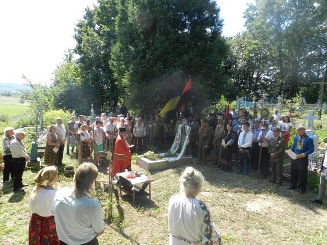 У Галицькому районі освятили могили бійців УПА