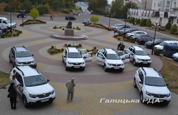 Амбулаторії Галицького району отримали нові автомобілі (фотофакт)