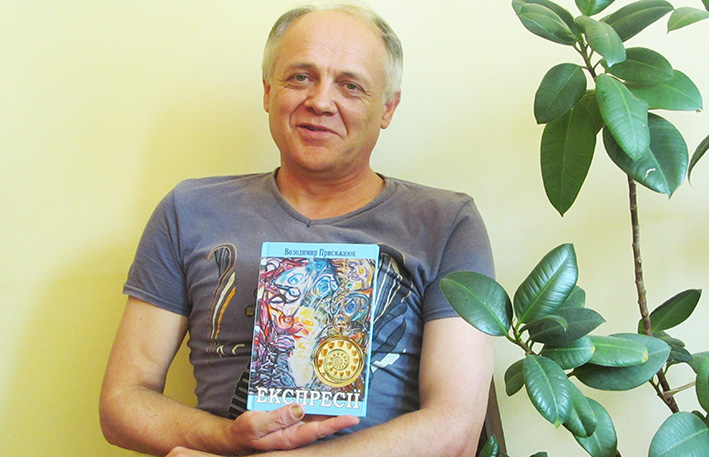 Поет Володимир Присяжнюк у редакції газети «Галичина».