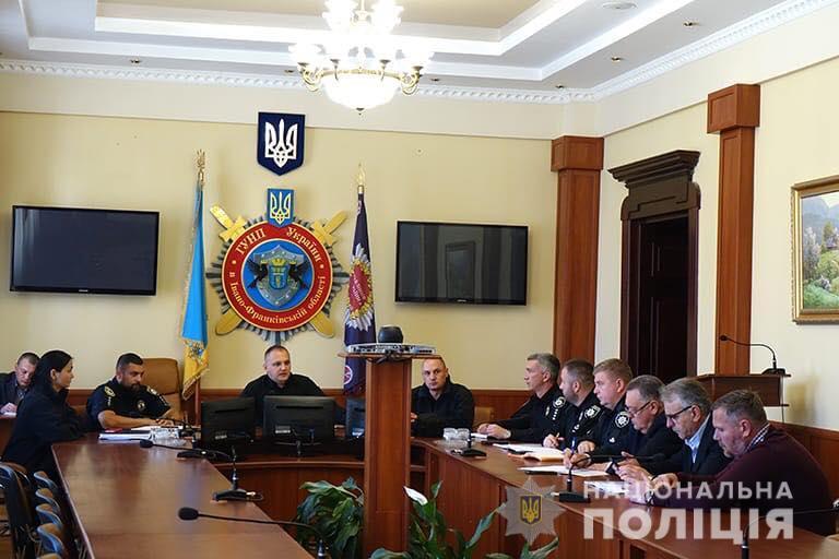 Прикарпатські поліцейські радились, як зменшити аварійність на дорогах