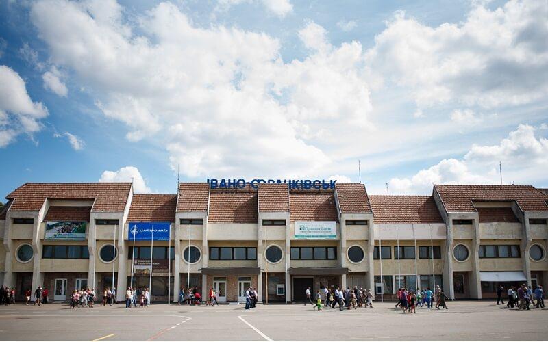 У Франківську провели нараду щодо модернізації аеропорту
