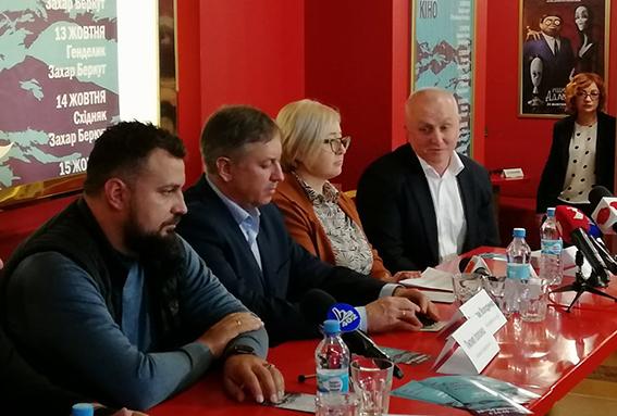 Зліва направо: Пилип Іллєнко, Володимир Федорак, Лілія Шкрібляк та Віктор Вінтоняк під час пресконференції