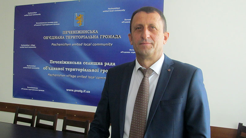 Голова Печеніжинської ОТГ Ігор Довірак.