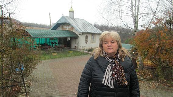 Голова Єзупільської селищної ради Ганна Кушнір у Духовій криниці