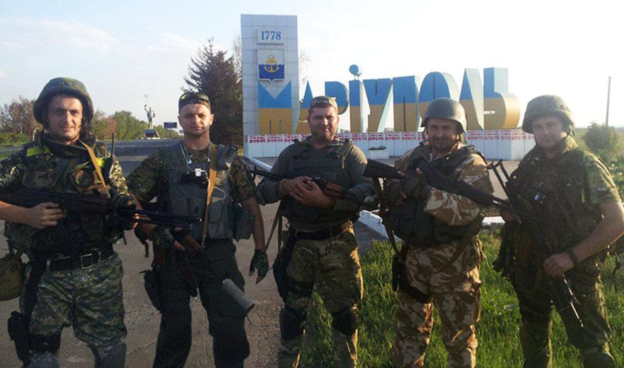 Андрій Маланій (у центрі) на війні