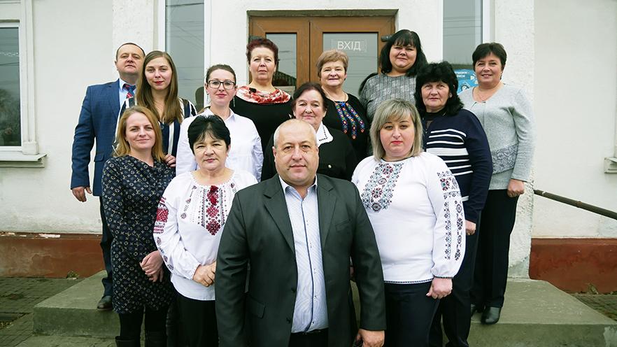 Адміністративна команда Букачівської ОТГ. У центрі – голова Тарас Воробець.