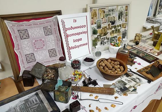 Виставка речей побутового вжитку з родинної колекції Майгутяків доповнила захід