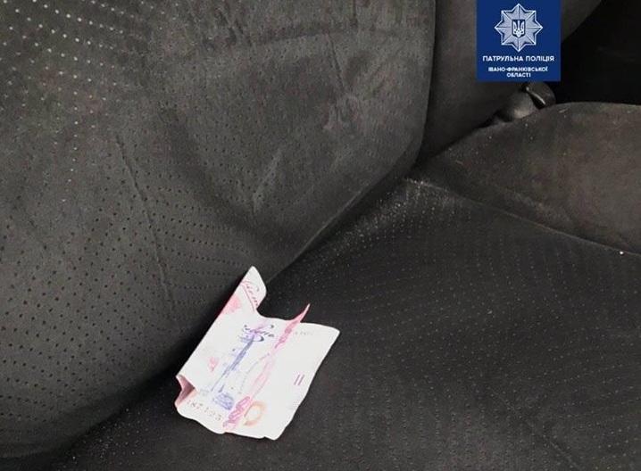 Результат пошуку зображень за запитом 4 лютого в Івано-Франківську близько 15:00 патрульні побачили чоловіка та жінку, які розпивали алкоголь у громадському місці