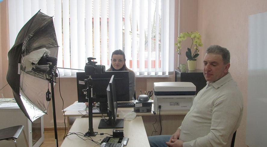 Паспортний стіл – унікальна послуга у Дзвиняцькому ЦНАПі.