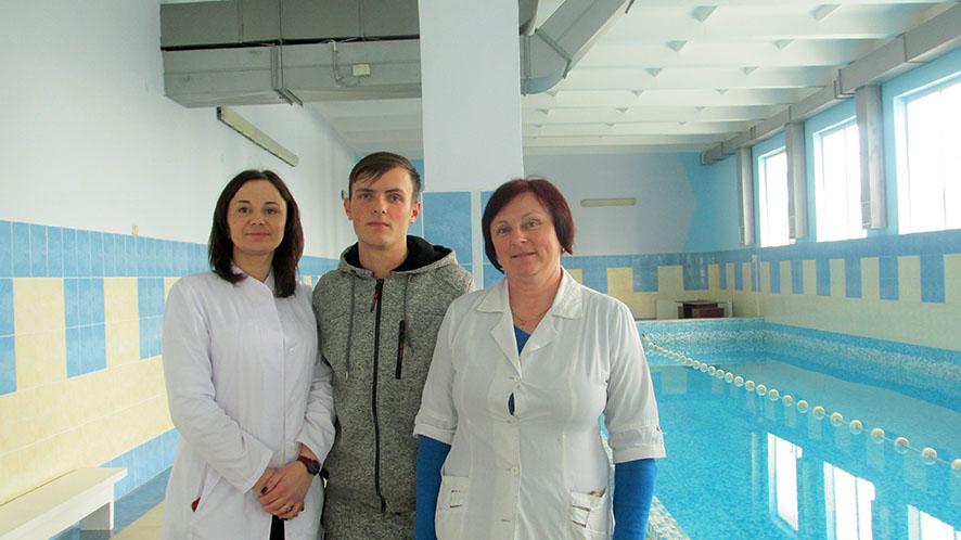 У сільській амбулаторії з… басейном: лікарка Інна Гуцуляк, системний адміністратор Олександр Рогів та медсестра Ірина Саїв.