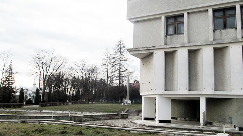 Центр села Підгайчики.