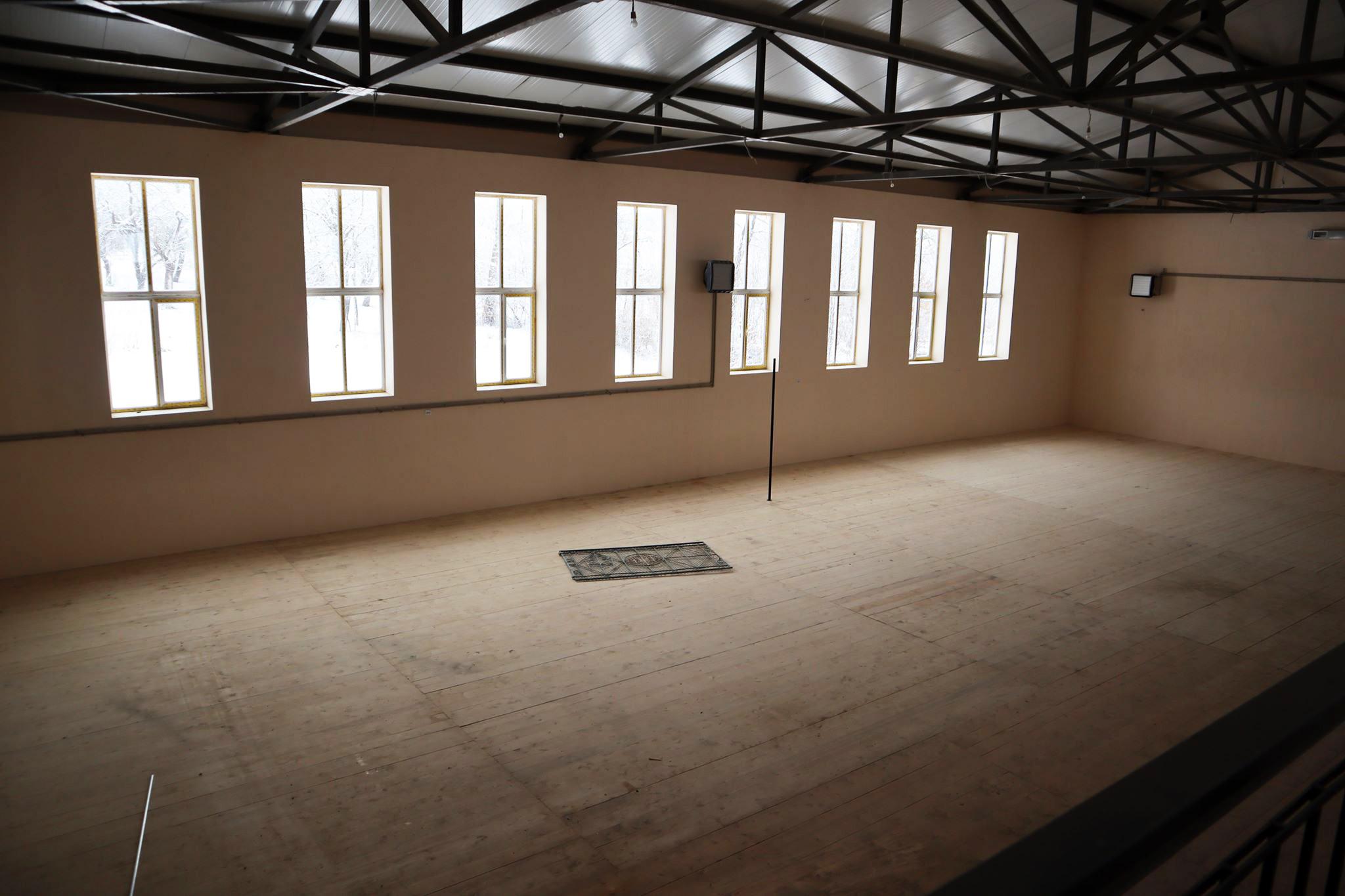Будівництво спортивного комплексу, яке триває 13 років, планують завершити до нового навчального року.
