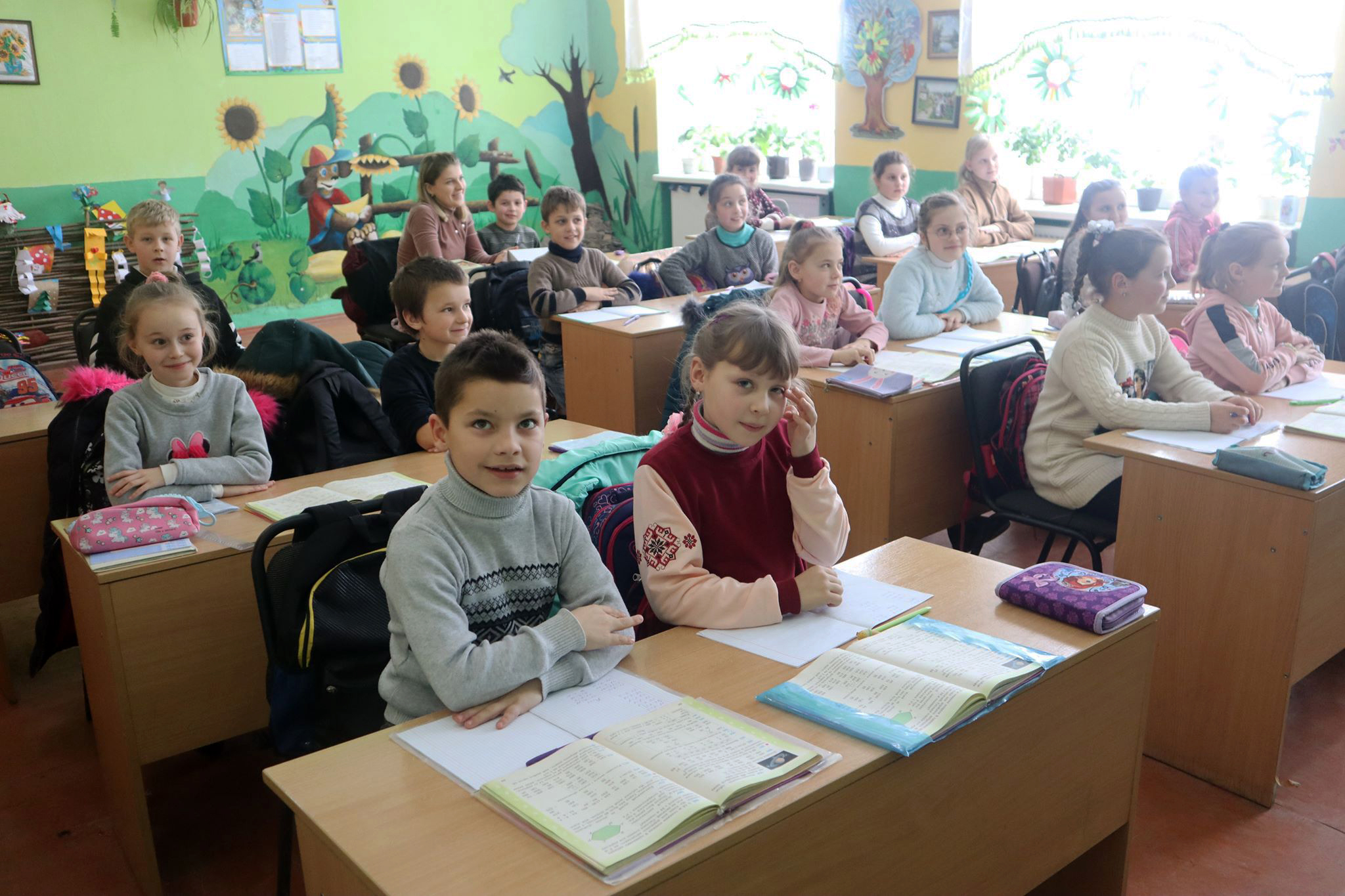Класи початкової школи Олешанського ліцею - кольорові та яскраві.