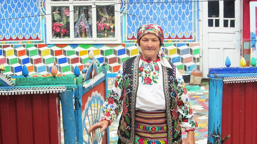 Баба Файна – Параска Левчук на рідному обійсті.
