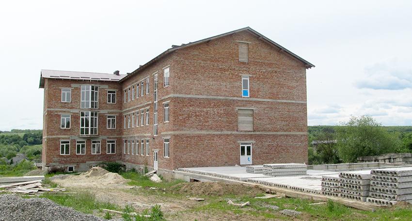 Збудовані корпуси нової школи.
