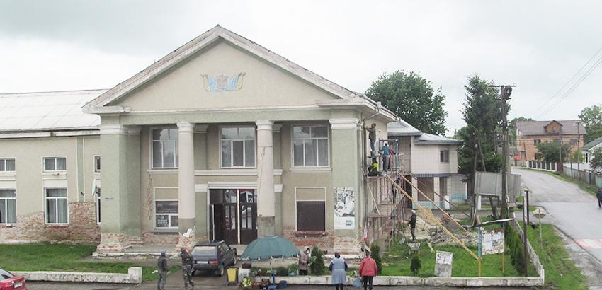 Будинок культури Чернятина вбирають у нові шати.