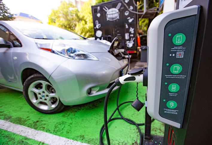 За кошти Євросоюзу в Івано-Франківську встановили три зарядні станції для електромобілів.