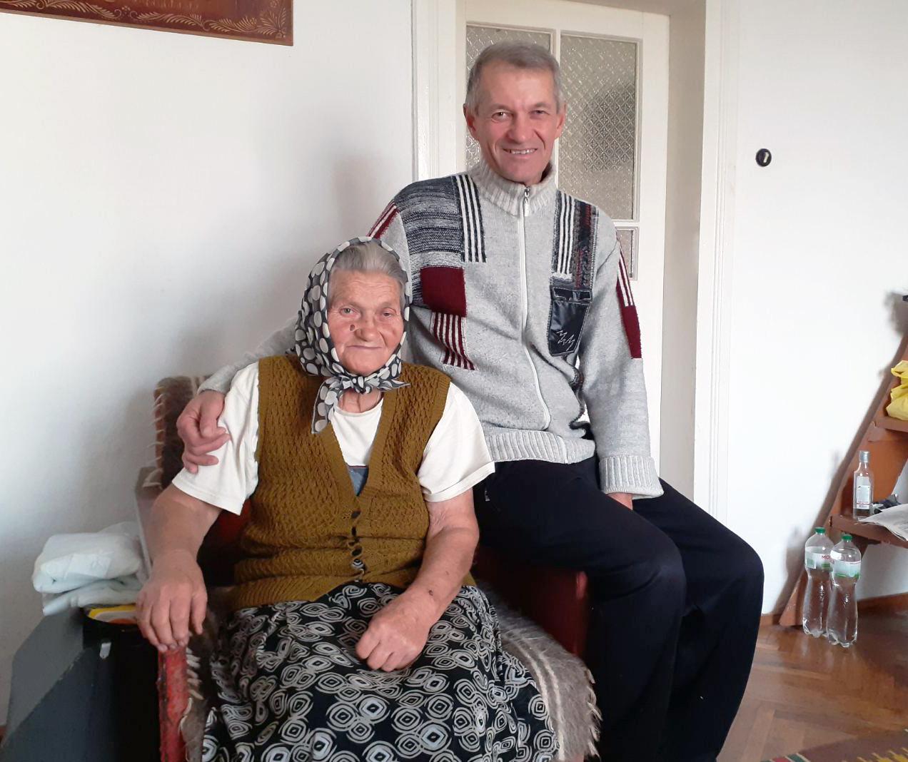 Степанія Федорович із сином Тарасом.