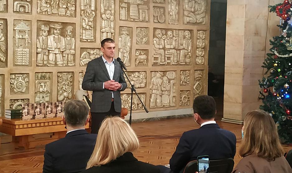 Ігор Любчик під час презентації книжки.