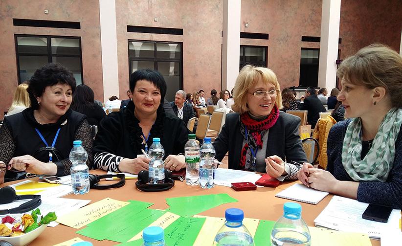 Галина Васильченко з колегами під час одного із тренінгів.