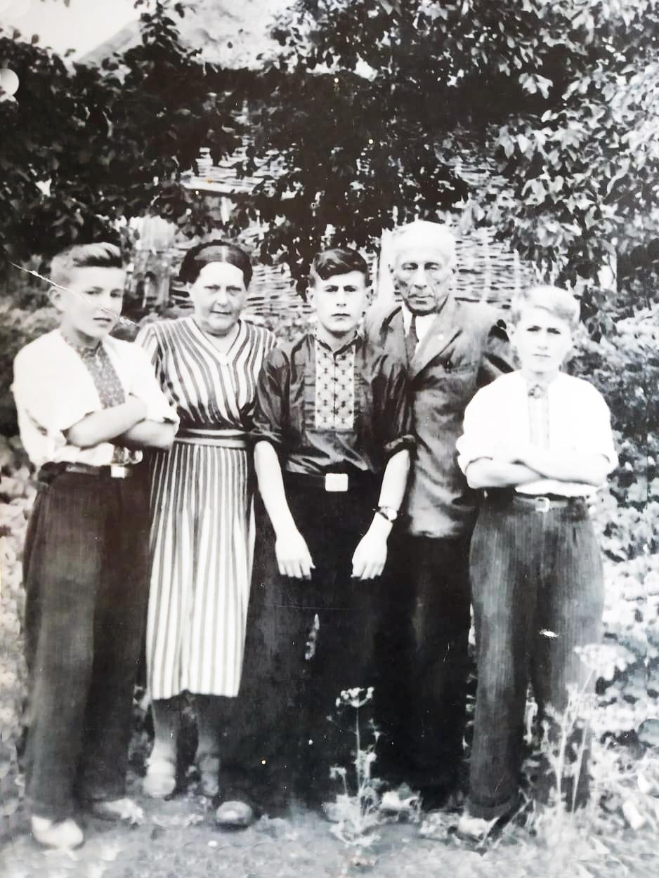 Богдан і Станіслава Кисілевські зі своїми синами Ігорем, Борисом та Ярославом (50-ті роки минулого століття).