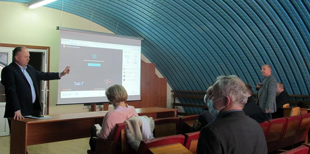 Перший проректор ІФНТУНГ професор Олег Мандрик під час презентації.