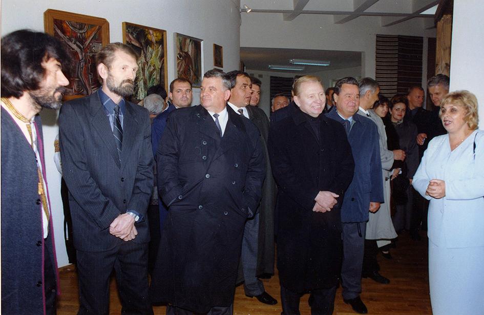 Під час одного з візитів Президента Леоніда Кучми на Івано-Франківщину гості завітали й до «Писанки».