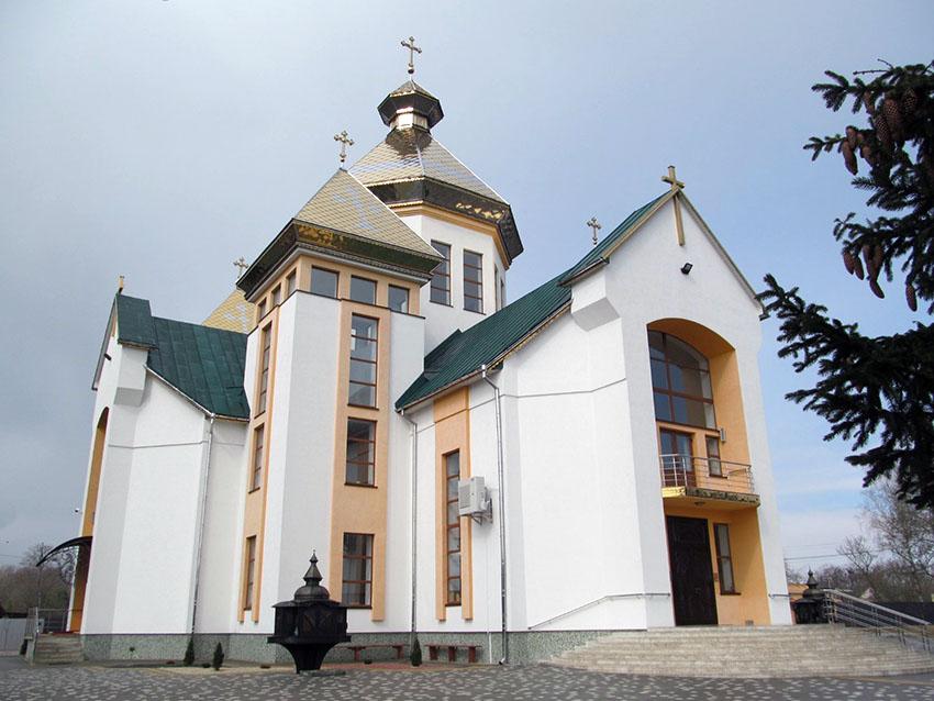 Храм Покрови Пресвятої Богородиці УГКЦ с. Голиня – окраса села.