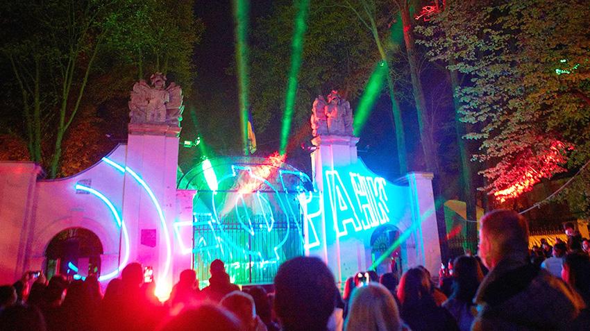 Лазерно-світлова та звукова інсталяція на брамі Потоцьких.