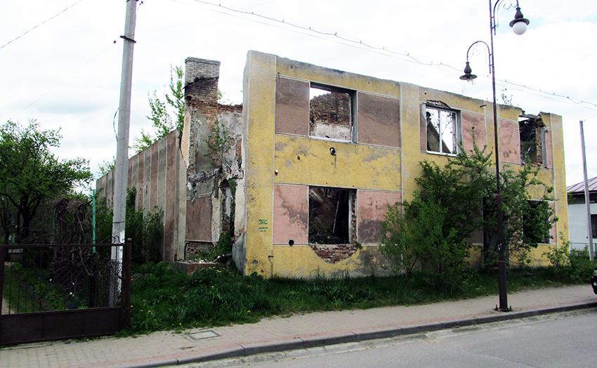 Руїни колишнього міського кінотеатру імені Тараса Шевченка у Болехові.