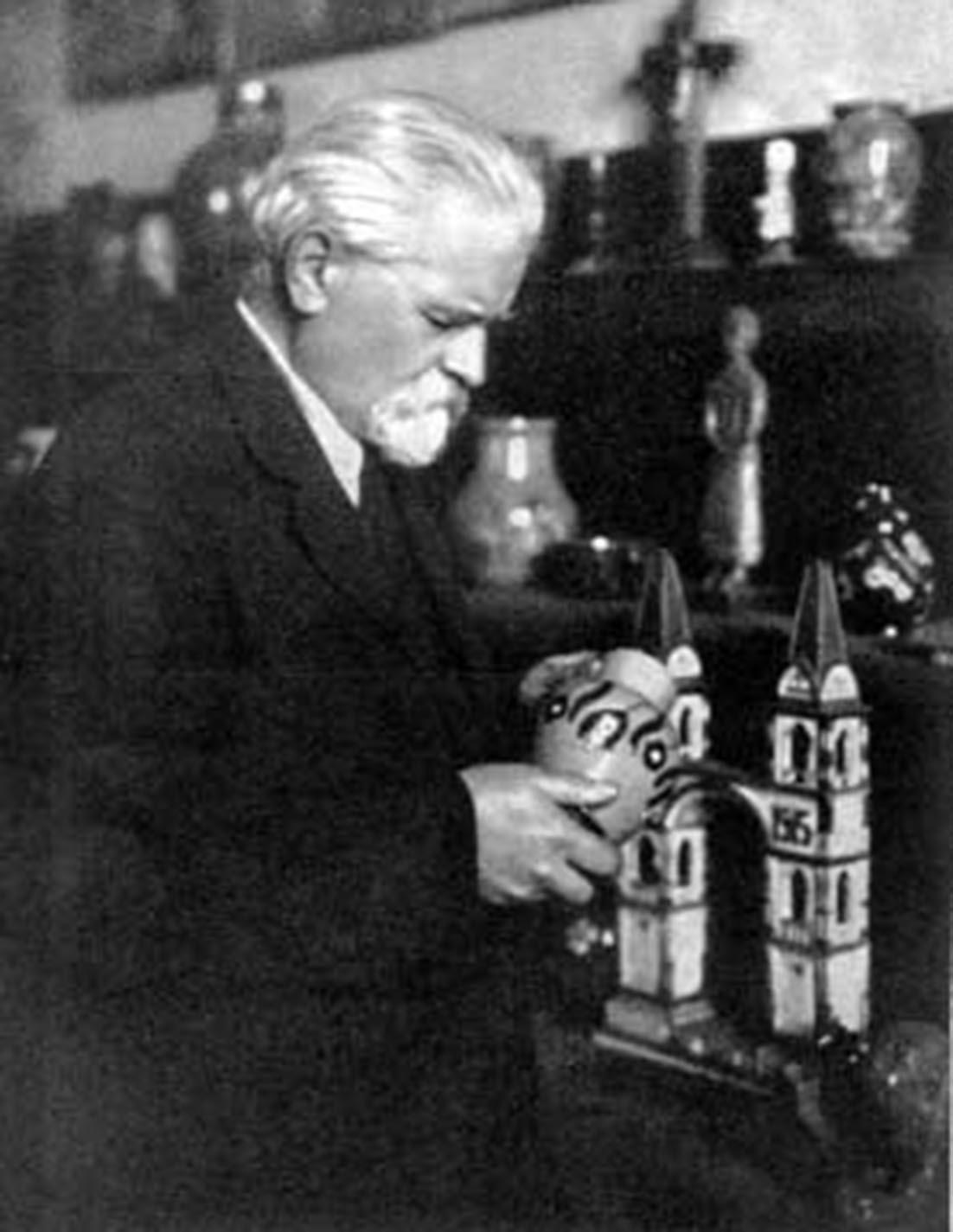 Д. Антонович (1877–1945) – багаторічний директор Музею визвольної боротьби України.