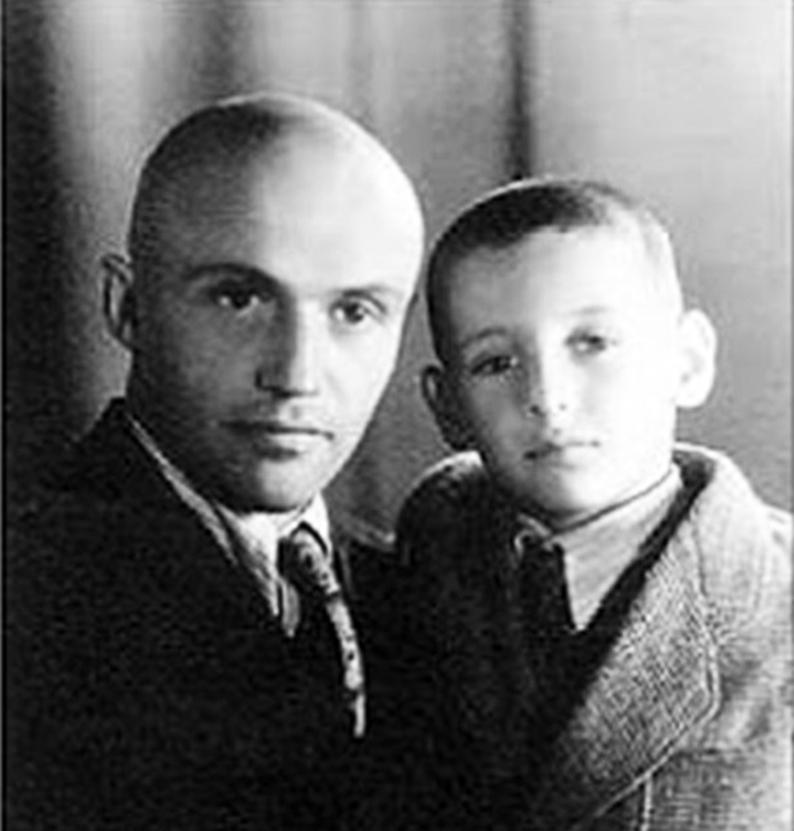 Михайло Сорока із сином Богданом. Львів, 1949 р.