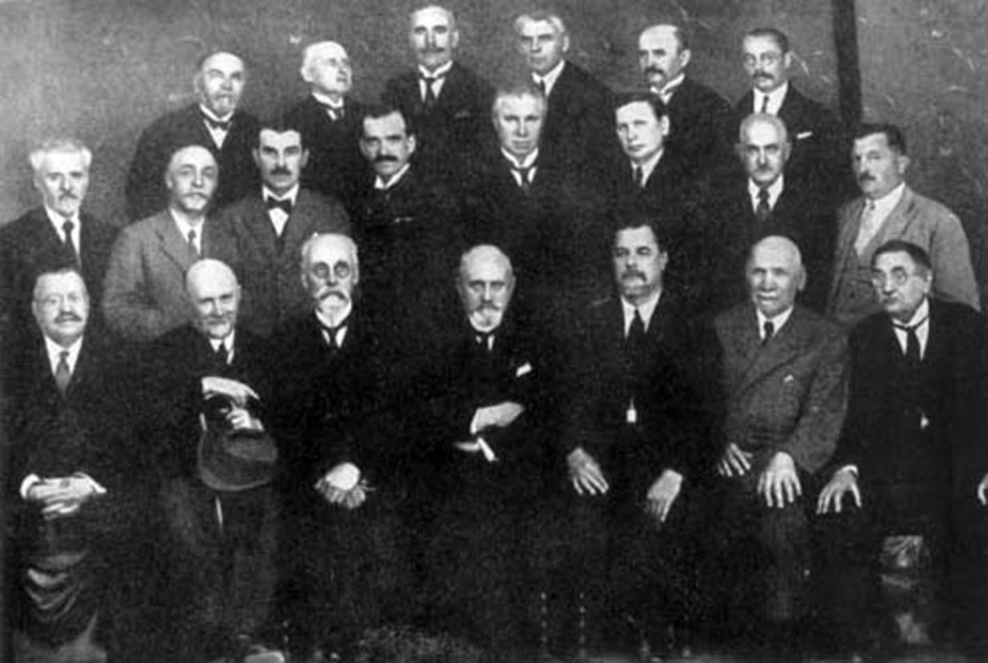 Група професорів Українського вільного університету в Празі, співзасновників МВБУ.