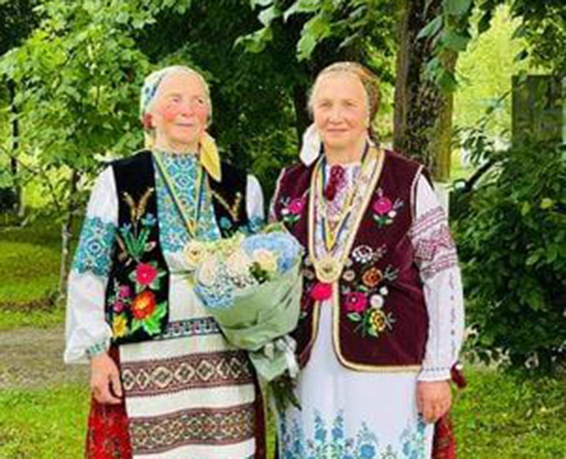 Першими удостоєні відзнаки ТОПІЖ «Берегиня роду» Дарія Паранюк і Палагна Загірняк.