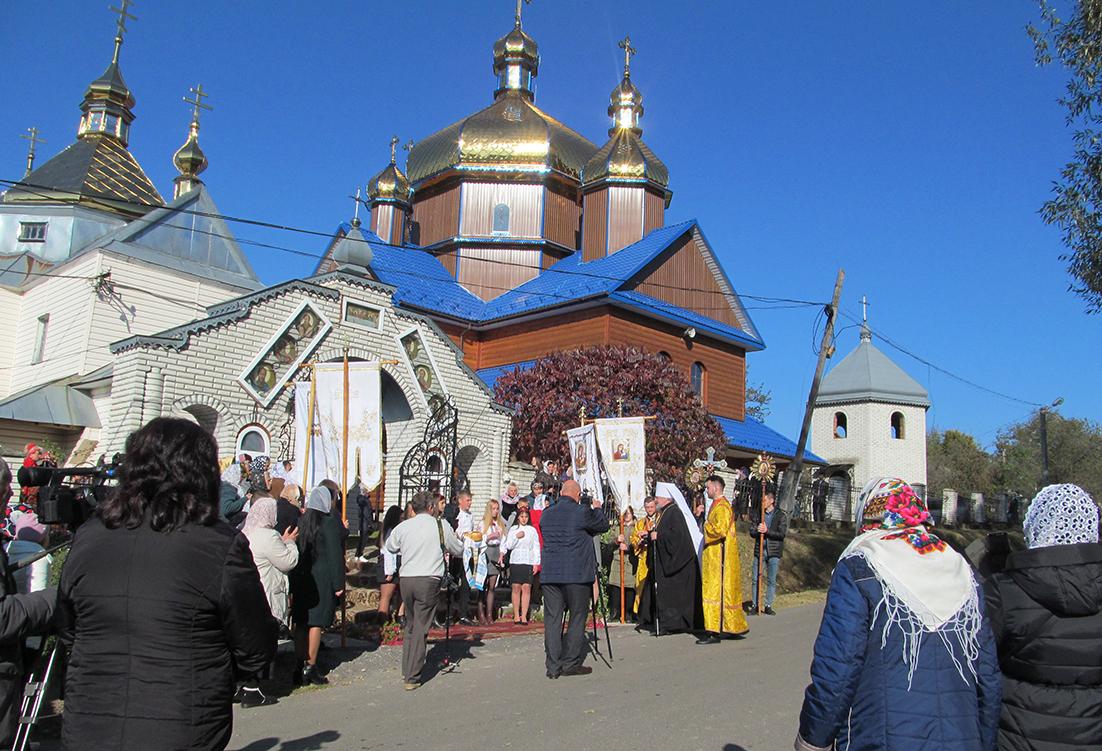 Новозбудована церква Святого Миколая у селі Красному.